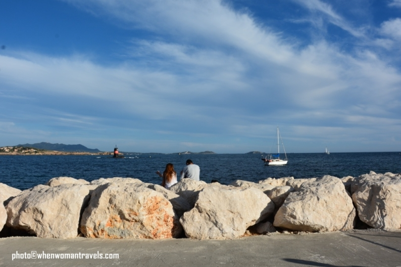 Bandol_walk_along_the_sea