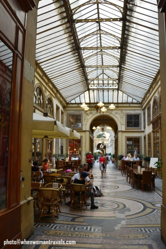 Paris passages-Galerie_Vivienne_cafe