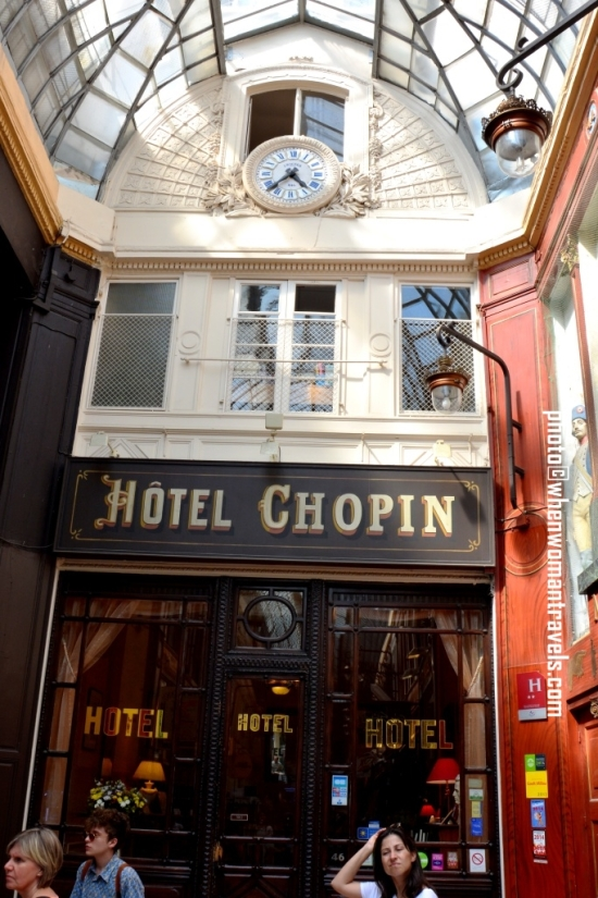 Passage_Jouffroy_Hotel_Chopin_entrance