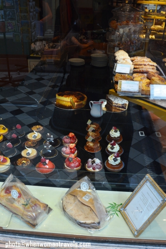 Passage_Jouffroy_pastry_shop_Paris