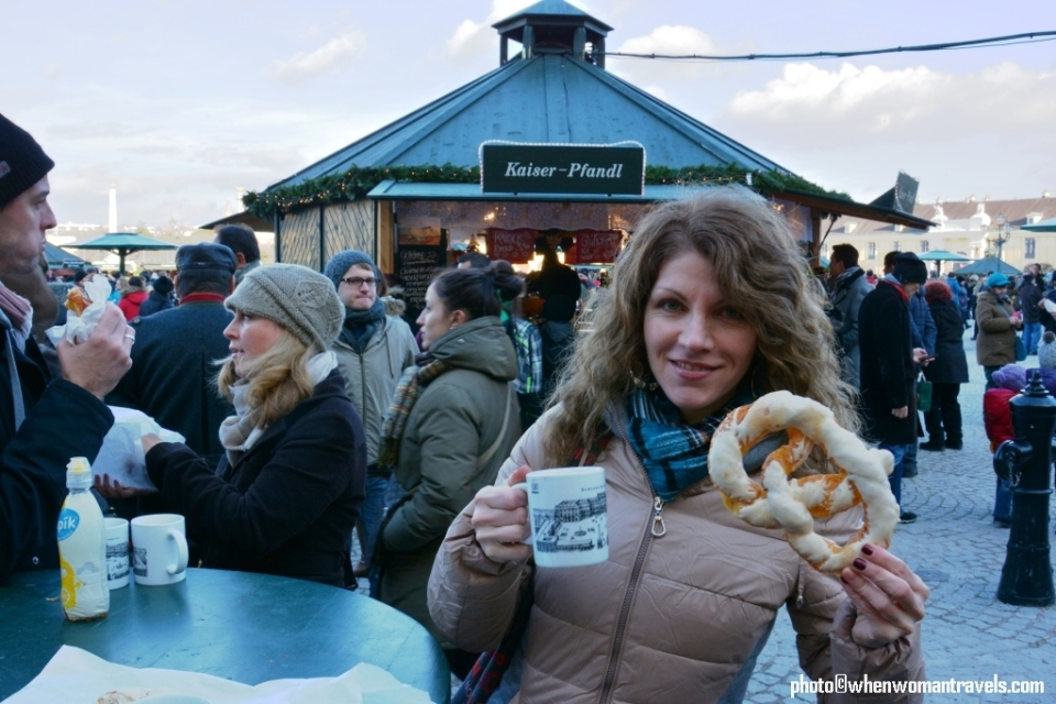 Christmas_punch_and_brezeln_at_Schonbrunn_Christmas_market
